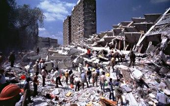 Destruição ocasionada por um terremoto.