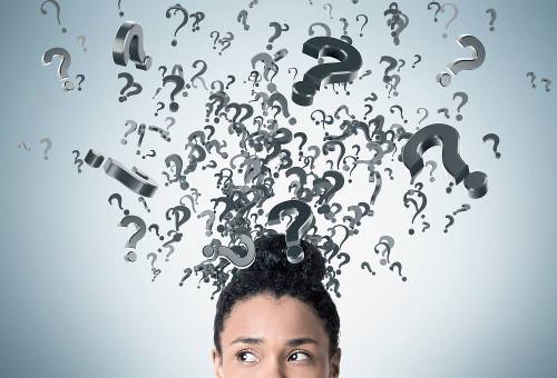 """Na escrita, o uso de algumas expressões pode gerar dúvidas, como é o caso de """"detrás"""" e """"de trás""""."""