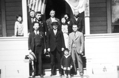 Família de imigrantes japoneses erradicada nos Estados Unidos.