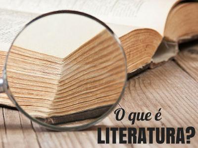 """""""Toda a literatura consiste num esforço para tornar a vida real"""". Fernando Pessoa"""