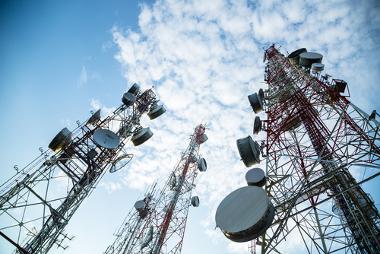 Antenas são estruturas utilizadas em diversos tipos de comunicação, como rádio, televisão, telefones celulares e muito mais