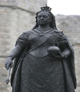 Estátua da rainha Vitória, símbolo do apogeu do Império Britânico