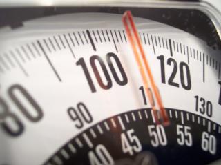 O IMC é um padrão adotado pela OMS para calcular o grau de obesidade de um indivíduo.