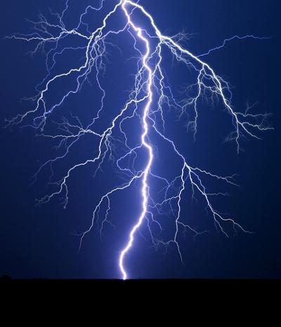 Os raios ocorrem graças ao processo de eletrização por indução