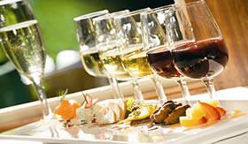 O vinho contém antioxidantes naturais.