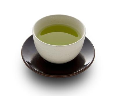 O chá verde é rico em substâncias antioxidantes e auxilia na prevenção de algumas doenças