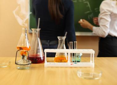 A Química é uma ciência teórica e experimental