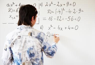 O discriminante de uma equação do segundo grau tem algumas funções na fórmula de Bháskara