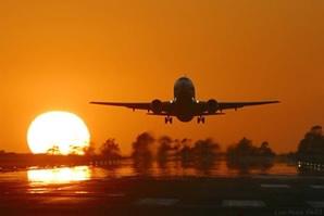 Como o avião se mantém equilibrado no ar?