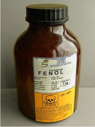 O fenol comum, assim como a maioria dos fenóis, é tóxico e altamente irritante*