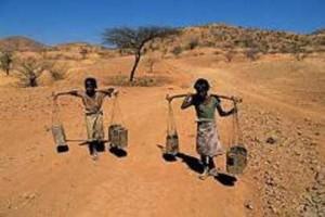 Um elevado número de pessoas que vivem na África enfrenta sérios problemas ligados à falta de água.