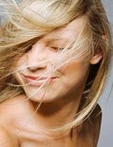 Peróxido de hidrogênio: descolorante de cabelos