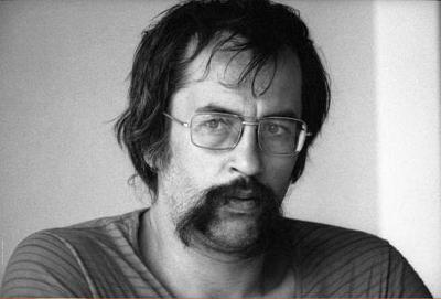 Paulo Leminski nasceu em Curitiba, no dia 24 de agosto de 1944. Faleceu aos 44 anos, no dia 07 de junho de 1989