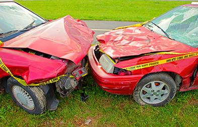 Colisão entre dois automóveis