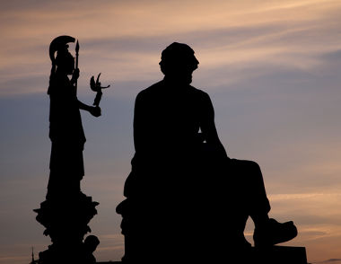 A partir do final do século VII a.C., os homens e as mulheres não se satisfazem mais com uma explicação mítica da realidade. Surge então a Filosofia