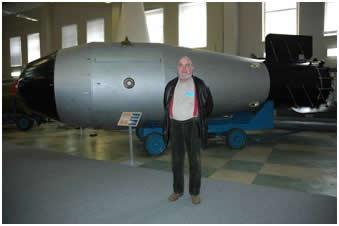 Tsar Bomba (réplica) no Museu de Bombas Atômicas de Sarov