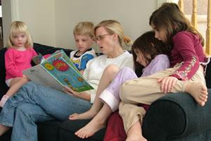 A aprendizagem escolar reafirmada em casa