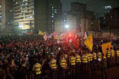 O aumento do preço das passagens foi o estopim para a revolta da população no Brasil ¹