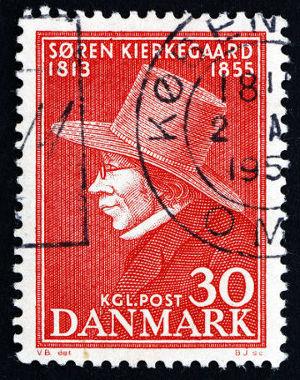 Selo impresso na Dinamarca, retrata o filósofo Kierkegaard, em 1955 *