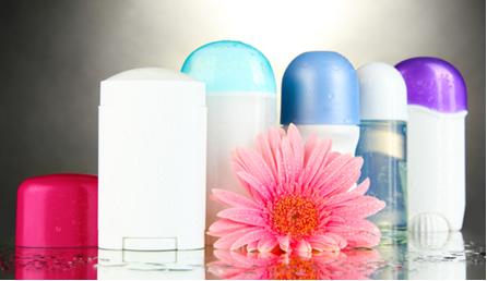 Você sabe escolher qual é o melhor para o seu caso: desodorante, antitranspirante ou antiperspirante?