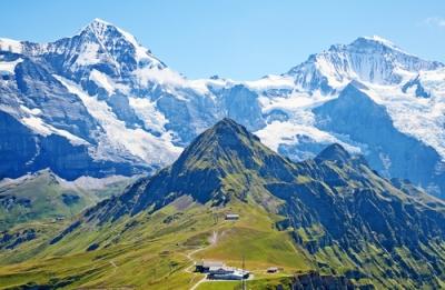 Imagem dos Alpes, na Suíça. Um exemplo de dobramento moderno