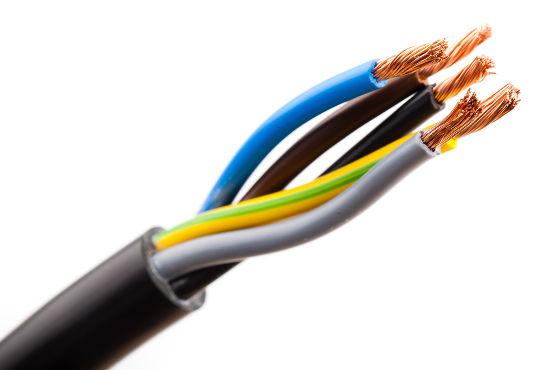 Fios que conduzem corrente elétrica podem ser atraídos ou repelidos. Isso depende do sentido da corrente elétrica