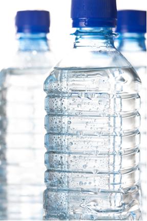 Na parte onde se encontra o ar nesta garrafa há também vapor de água?
