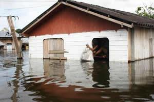 Enchentes: fator propício para o surgimento de certas doenças.