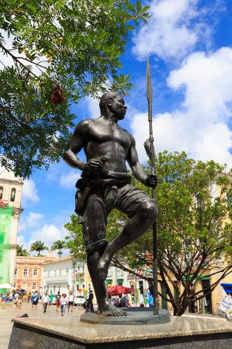Estátua em homenagem à Zumbi dos Palmares localizada no Pelourinho na cidade de Salvador