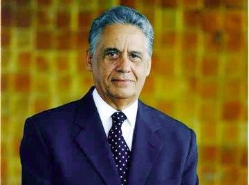 Fernando Henrique Cardoso, autor do Plano Real: estabilidade inflacionária e consumo.
