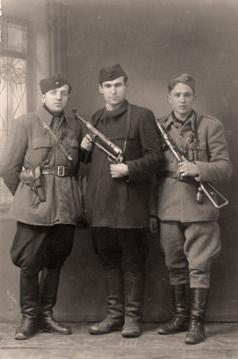 Três partisans da época da Segunda Guerra Mundial