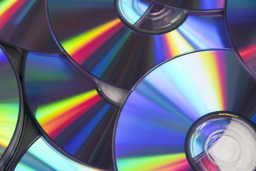 Como são gravados os CDs e DVDs?