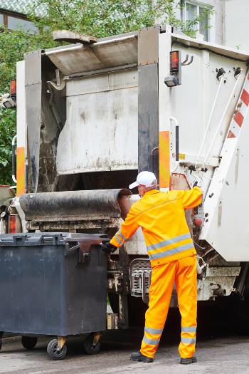 Limpeza das cidades: uma tarefa de extrema importância executada por um servidor público