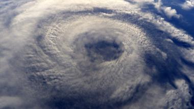 Os furacões são tão grandes que só podem ser vistos inteiramente em imagens de satélite