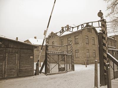 Portões de Auschwitz, símbolo do holocausto judeu. O antissemitismo extremo do nazismo matou mais de 6 milhões de judeus