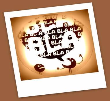 "A regência do verbo ""falar"" é demarcada pelo fato de ele se apresentar acompanhado de distintos complementos"