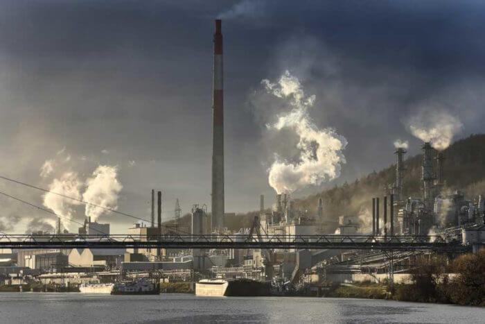 O Protocolo de Kyoto representa um tratado firmado por países com metas de redução de emissão de gases de efeito estufa.