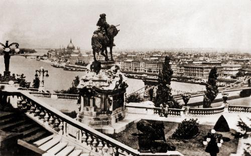 Foto de Budapeste em algum momento entre 1939 e 1944, durante a Segunda Guerra Mundial *