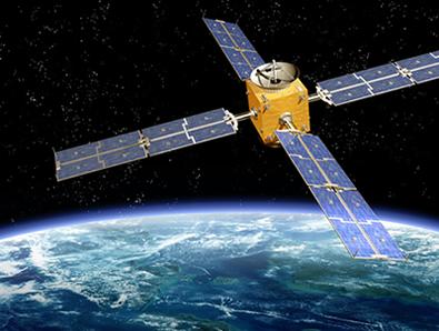 Os satélites de comunicação são colocados em órbita de modo a fazer uma rotação em volta da Terra a cada dia