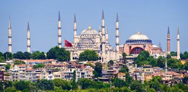 Mesquita Azul, construída pelos otomanos, e Santa Sofia, ao fundo, construída no período bizantino, ambas em Istambul