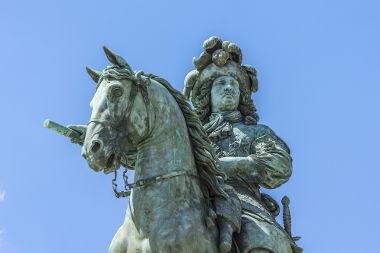 Luís XIV foi o paradigma do monarca absolutista
