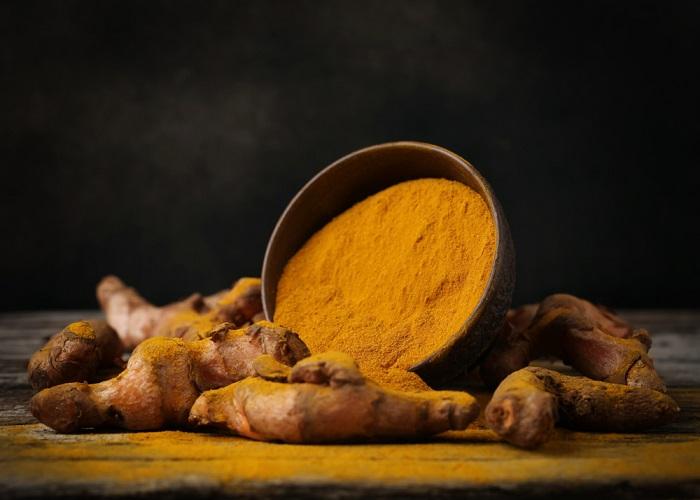 A cúrcuma é uma planta muito utilizada como corante.