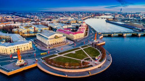 Visão aérea da Ilha de Vassiliev, a maior ilha que faz parte do território de São Petersburgo