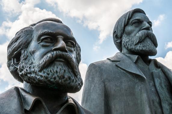 Marx e Engels foram os intelectuais responsáveis pela elaboração do socialismo científico