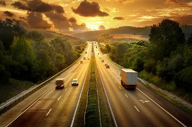 Se o movimento em direção ao sol for adotado como positivo, os veículos nesse sentido executarão movimento progressivo