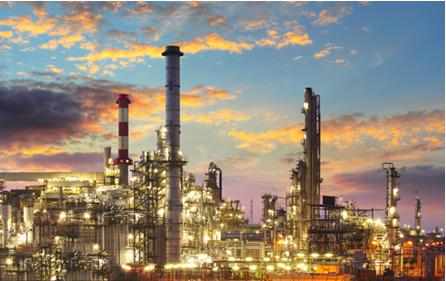 O petróleo é enviado para as refinarias onde ele passa por processos físicos e químicos que separam os seus constituintes em frações