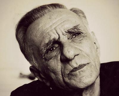 João Cabral de Melo Neto nasceu em Recife, no dia 06 de janeiro de 1920. Faleceu no Rio de Janeiro, aos 79 anos, no dia 09 de outubro de 1999 *