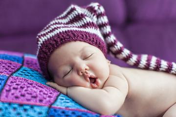 O sono pode ser dividido em duas fases: REM e NREM