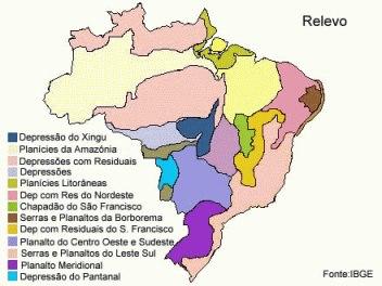 Mapa físico que apresenta informações sobre o relevo brasileiro.