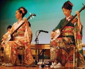 Apresentação de músicas japonesas tradicionais.